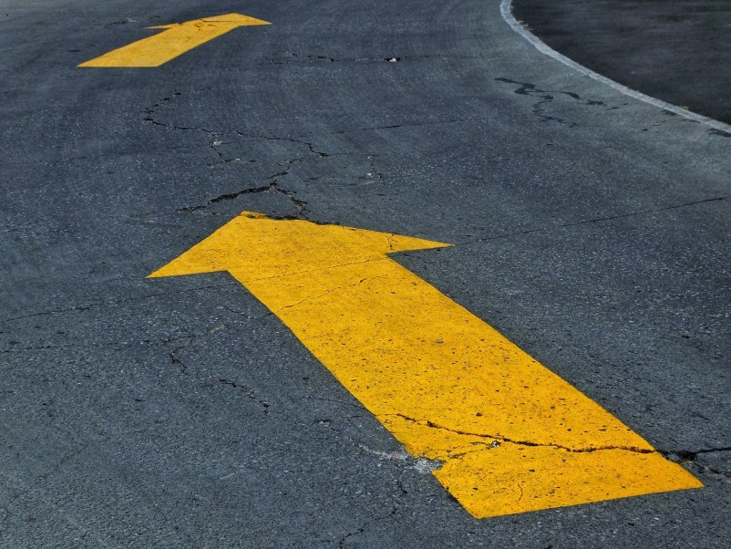 What Does a Yellow Arrow Street Sign Mean?
