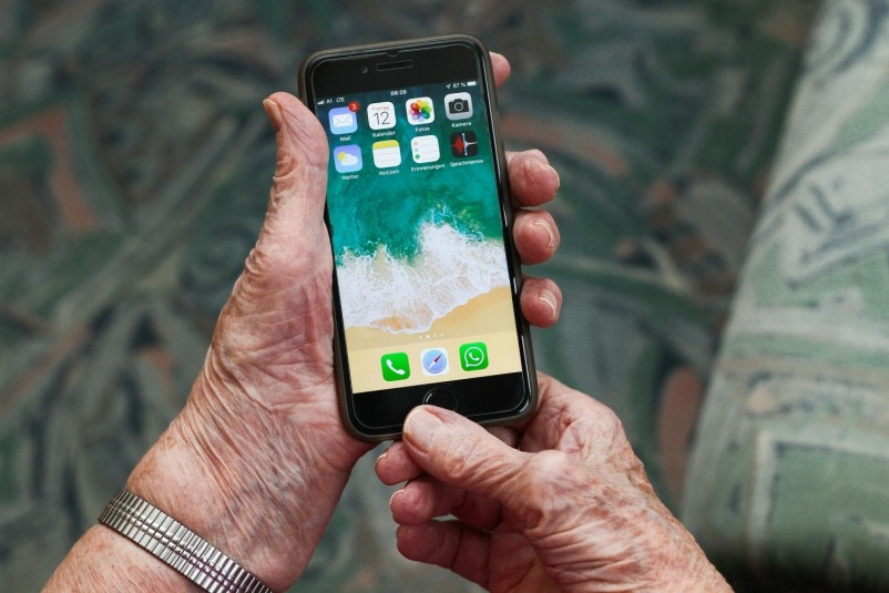 Best ISPs for seniors in their daily routines!