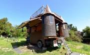 Truck Transforms Into Fantasy Castle