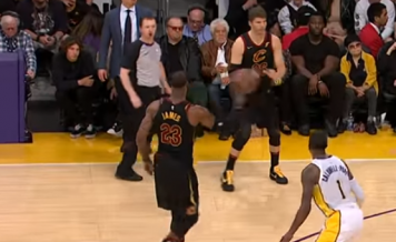 This is one of the Best No-Look Pass in NBA history by Lebron James